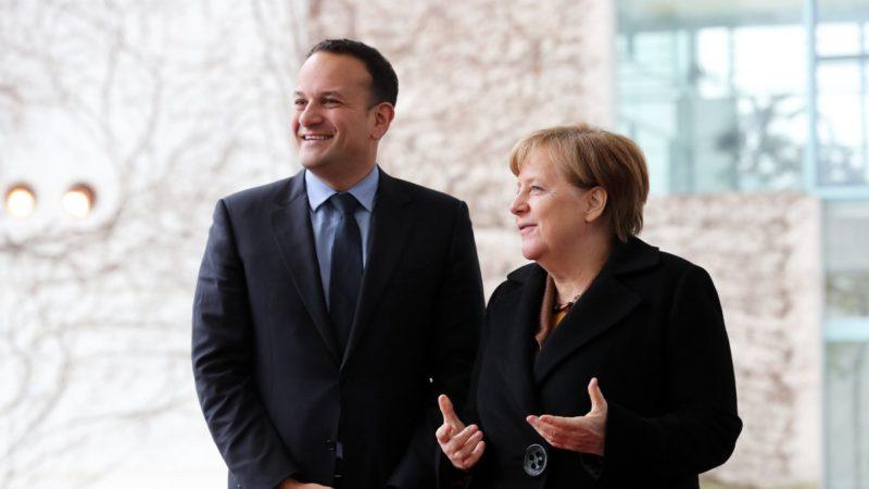 Merkel presiona a polonia para aceptar una pol tica for Que es politica internacional