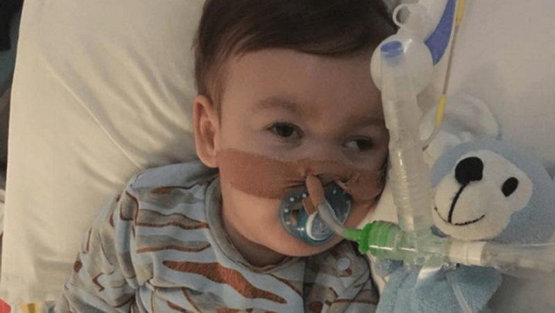 El pequeño Alfie Evans en el hospital