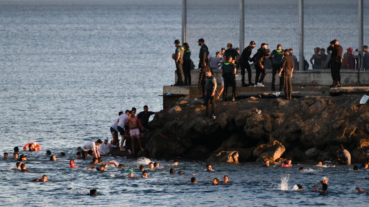 El presidente de Ceuta comunica 180 incidentes tras la invasión marroquí:  'El ambiente es de estado de excepción' - La Gaceta de la Iberosfera
