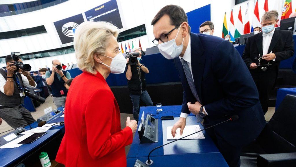 Ursula Von der Leyen y Mateusz Morawiecki en la Eurocámara. EUROPA PRESS