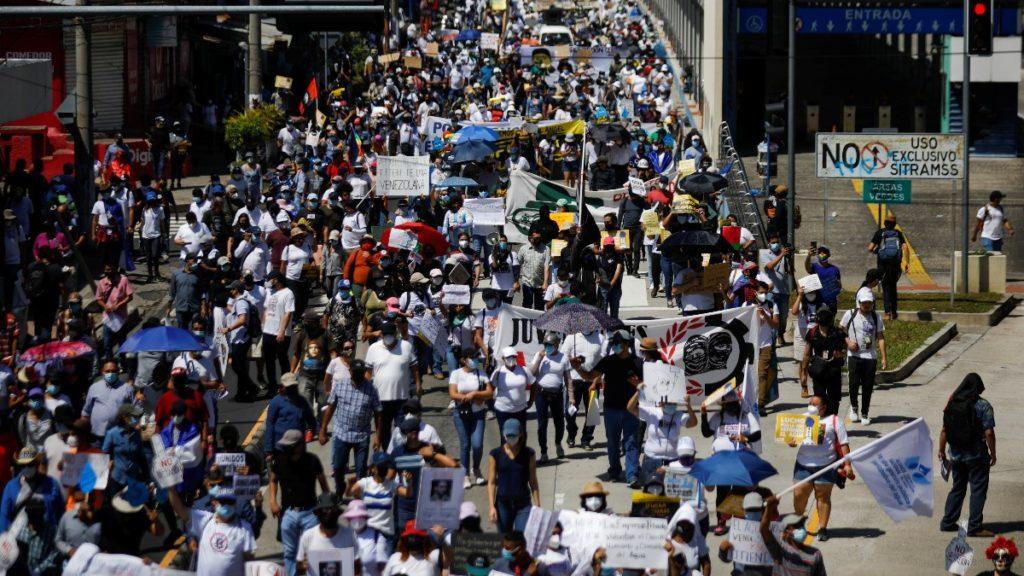 La masiva protesta con las política de Bukele. Reuters